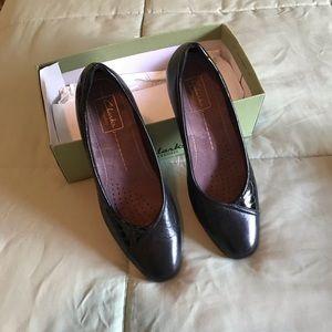 Clark's Shoes-Black 7 1/2 N